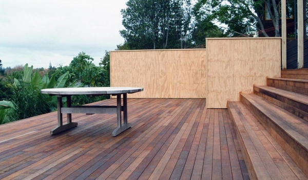 Kwila timber deck with pine privacy screen.