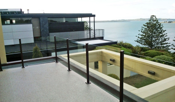 aluminium-semi-framed-glass-balustrade