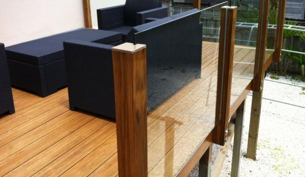 composite-timber-deck-glass-balustrades