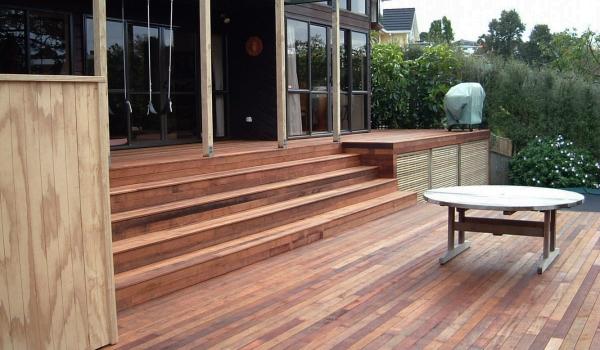 Kwila timber deck with pine trellis.