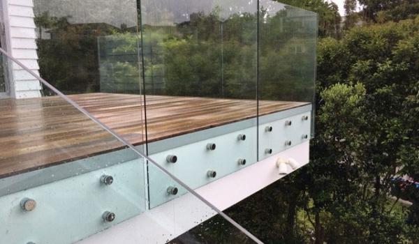 framless-glass-balustrade-discs